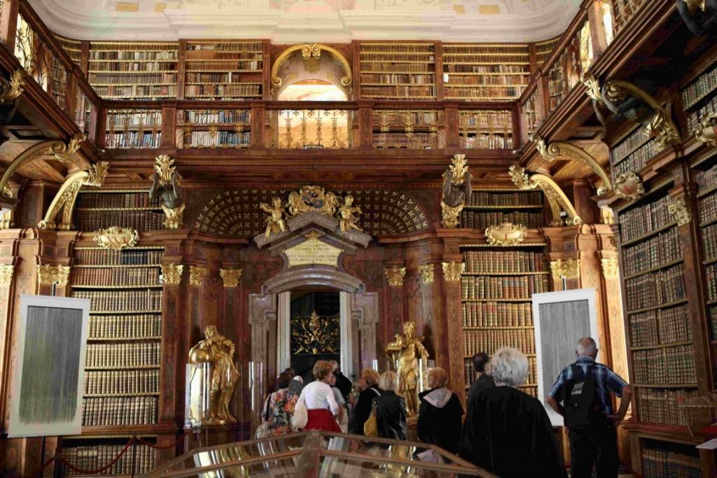 Bibliothèque baroque de l'abbaye de Melk.