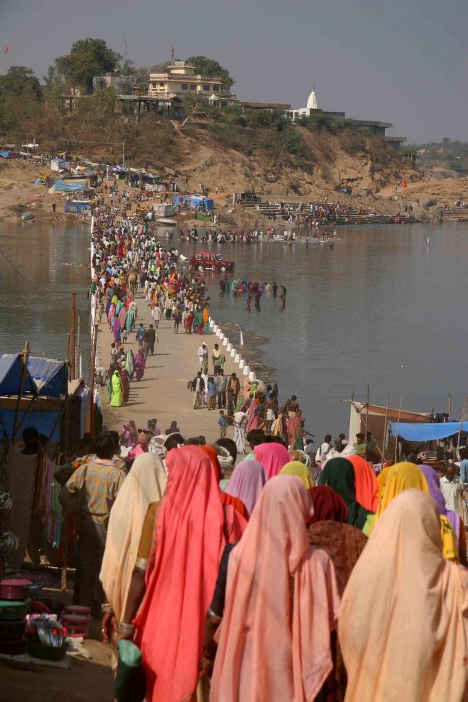 La foule se presse au temple de Shiva.