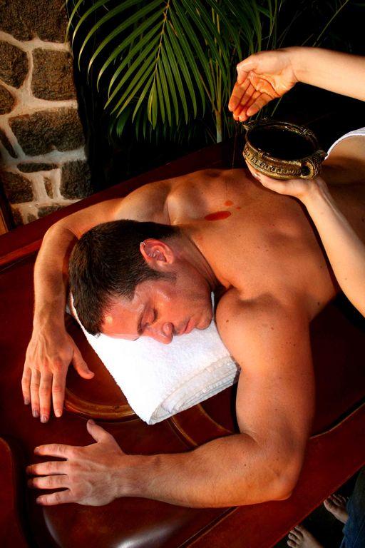 Si les massages requièrent d'être totalement nu, ils sont pratiqués par des thérapeutes respectueux de la pudeur des curistes.
