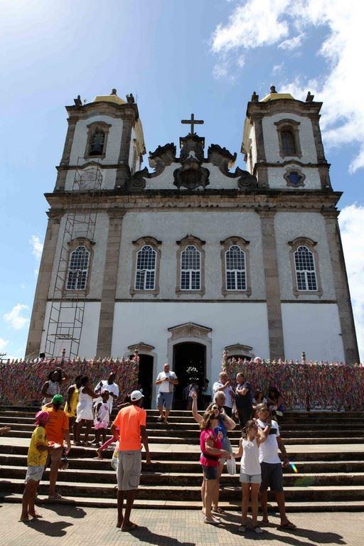 Située sur la Colline Sacrée de la Péninsule d'Itapagipe, l'église Nosso Senhor do Bonfim (« Notre Seigneur des bonnes fins ») est une église de style colonial qui abrite la représentation du Christ de Setubal au Portugal.