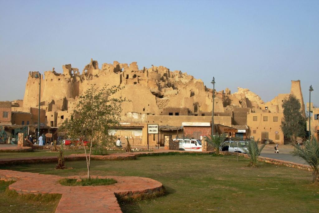 Ruines de la citadelle de Shali construite en karshef, pierre locale composée de sel fossilisé issu des lacs de l'oasis et de boue.