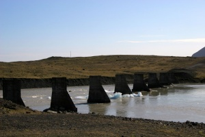 Vestige d'un pont de la route N° 1 détruit par le jökulhlaup suite à l'éruption du Grímsvötn en 1996.