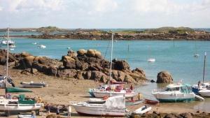 Chausey - bateaux marée basse