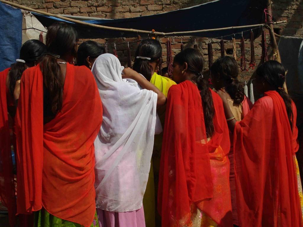 Les jeunes filles indiennes ne conçoivent pas la vie sans bijoux.