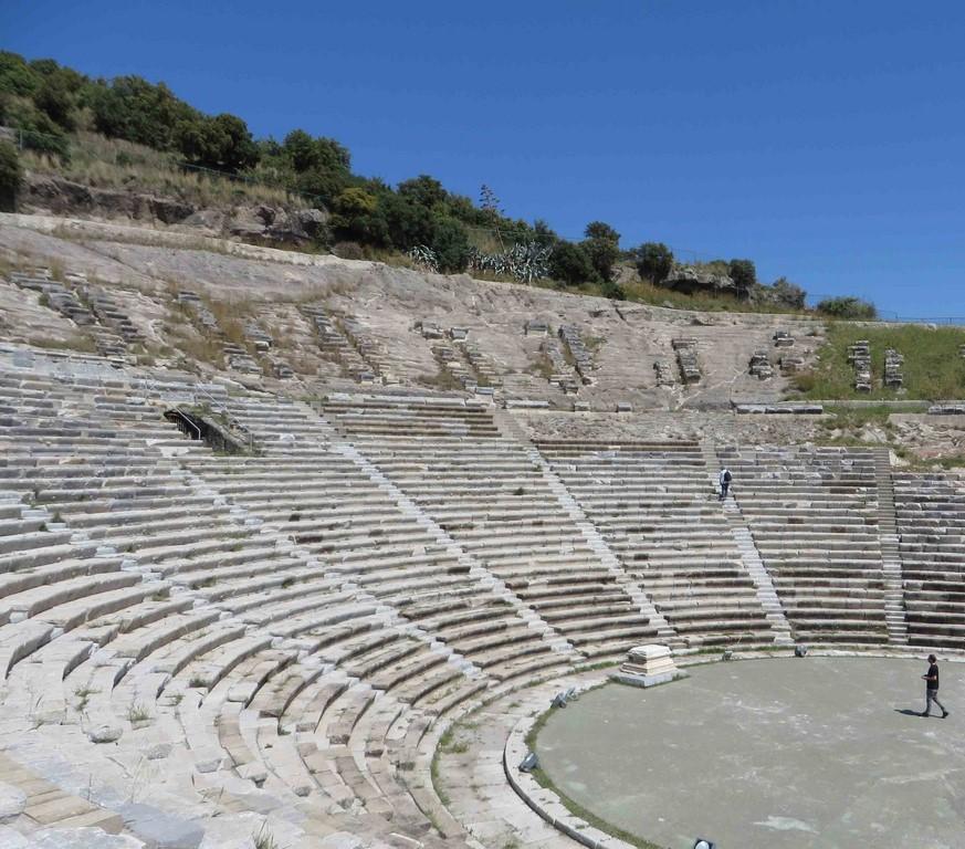 Le théâtre antique au nord de la ville pouvait accueillir jusqu'à 13000 spectateurs.