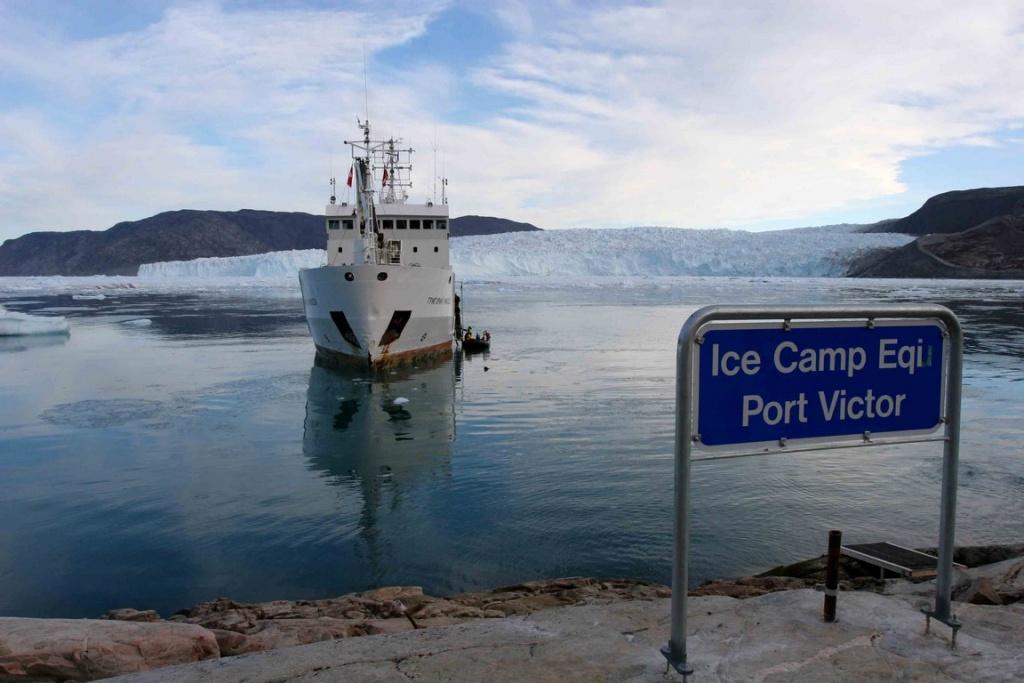 Port Victor est le camp de base de l'équipe de Paul-Emile Victor. Il a été établi en 1948 en hommage à Victor, un des membres de l'équipe décédé juste avant l'expédition.