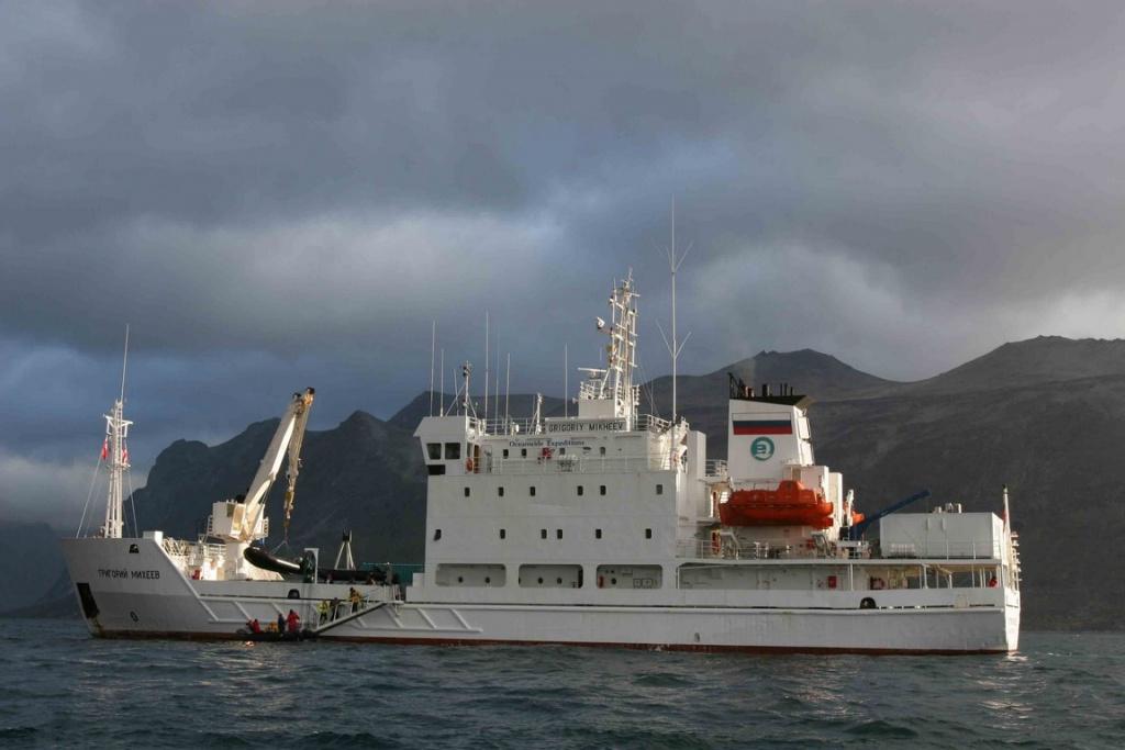 Le Grigoriy Mikheev est un bateau d'expédition russe qui sillonne depuis près de vingt ans les eaux polaires du globe.