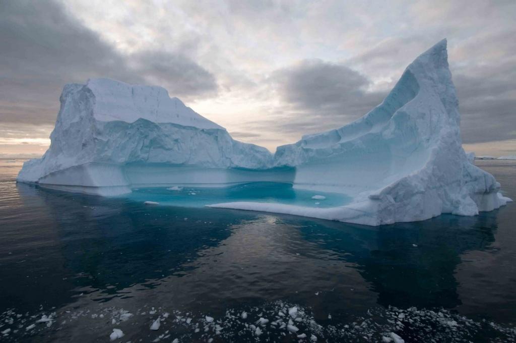 Cet iceberg dérive vers la mer du Labrador au rythme de 13 km par an.