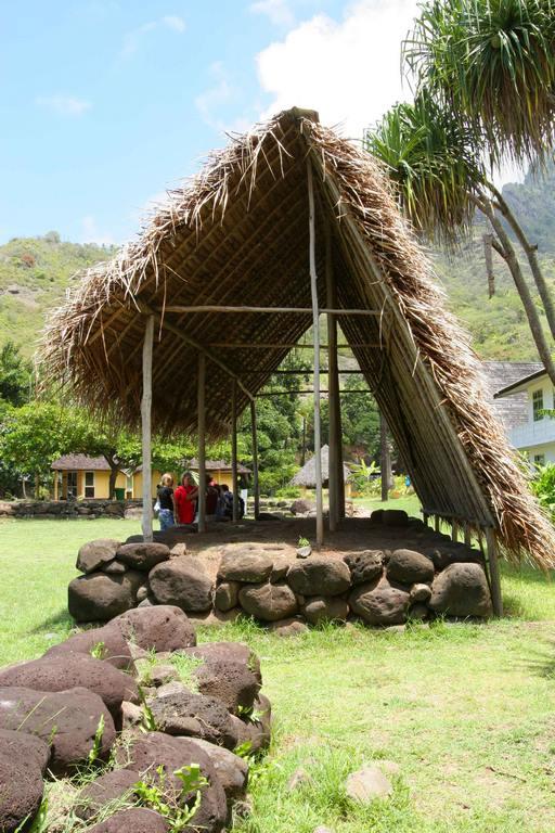 Maison commune sur l'île d'Hiva Oa à Atuona. C'est sur cette île que Paul Gauguin, peintre s'installe en 1901 dans sa Maison du Jouir.