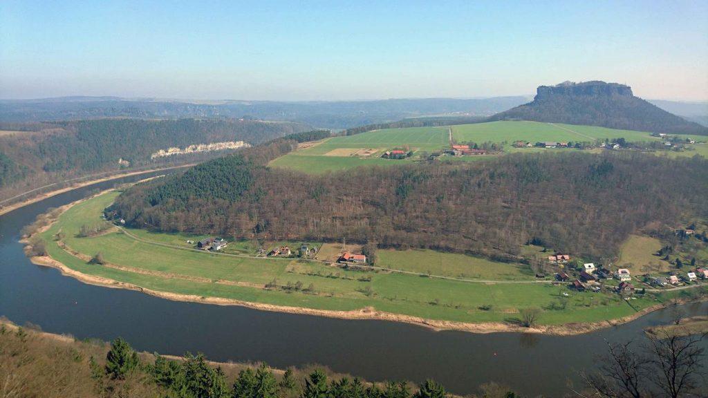 La grande boucle de l'Elbe vue depuis la forteresse de Königstein.