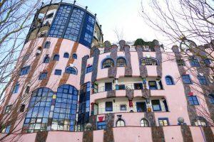 Autre curiosité de la ville à ne pas rater : la citadelle verte qui est en fait rose bonbon, dernier projet fou de l'architecte autrichien Friedrich Hundertwasser (1928-2000).