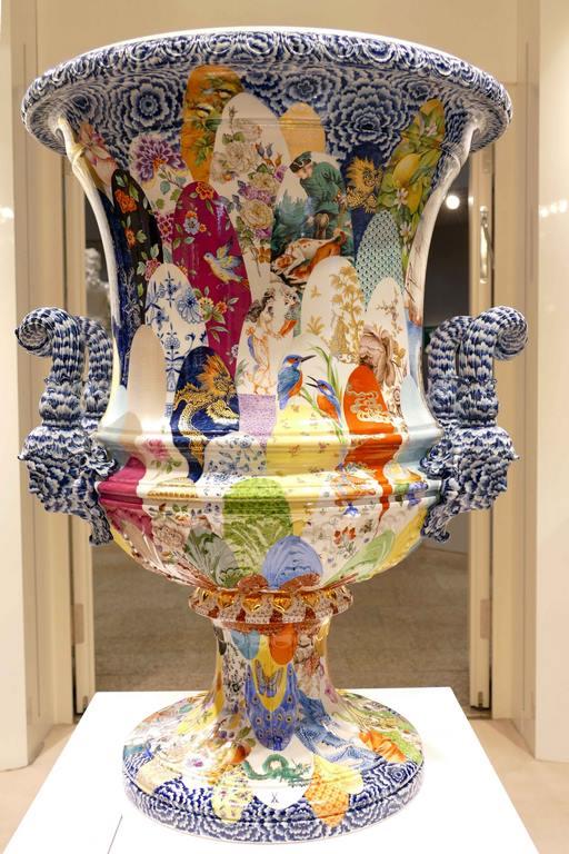 29 peintres ont participé à la décoration de ce vase réalisé pour la grande Foire de Londres en 1862.