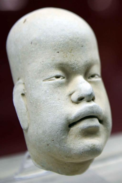 On peut admirer au musée de Xalapa de remarquables pièces de terre-cuite appelées baby-faces, sortes de gros bébés asexués dans diverses positions. Toutes représentent des enfants avec des déformations crâniennes en forme de poire. Terre cuite. 1200-900 avant notre ère.