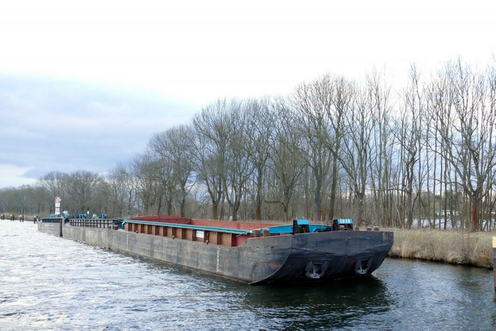 Barge sur le canal Elbe-Havel.