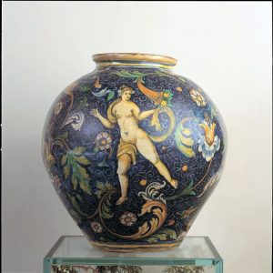 La majolique est une céramique enduite de vernis à base d'oxyde d'étain.