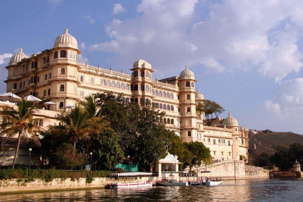 Le City Palace surplombe le lac Pichola.