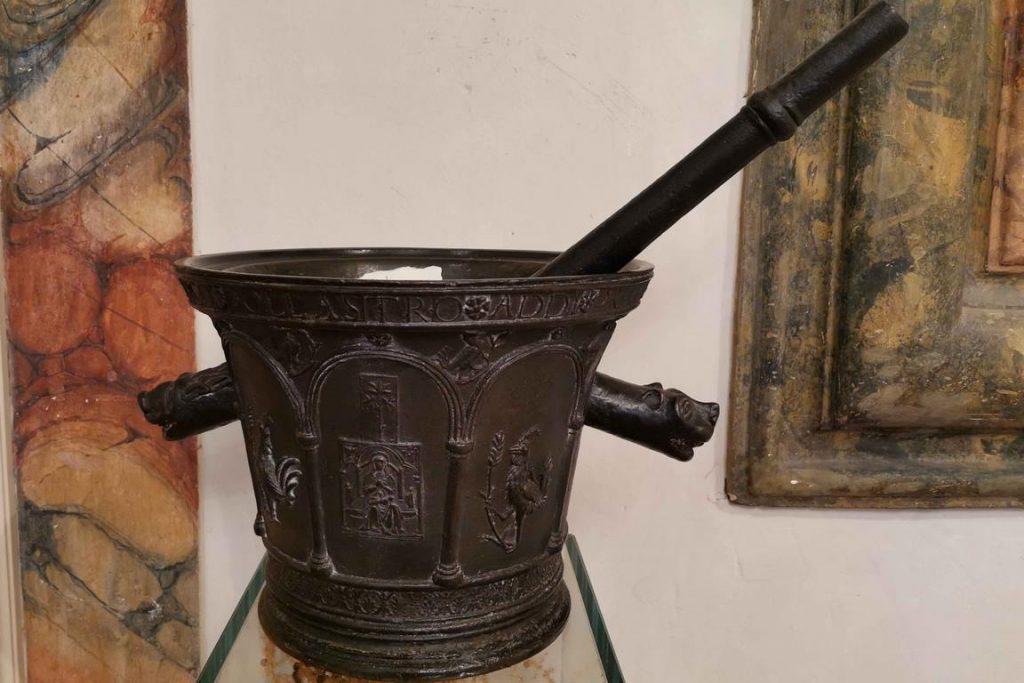 Mortier en bronze daté de 1510 et provenant d'Italie.