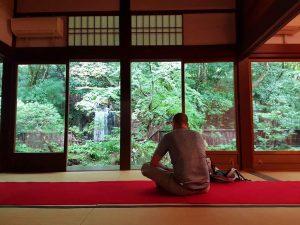 Le paysage mystique de Kumano, auquel on fait référence comme le « sol sacré où demeurent les dieux », invite à la méditation.