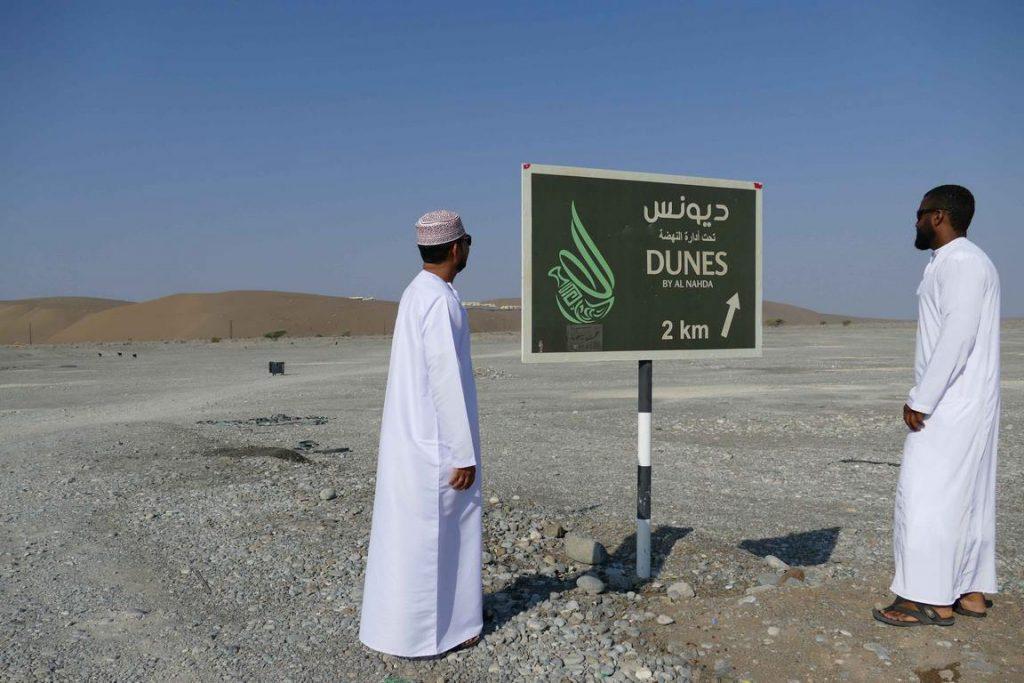 On arrive au camp Dunes en 4x4, véhicule indispensable pour traverser le wadi caillouteux que les rares pluies ravinent en hiver.