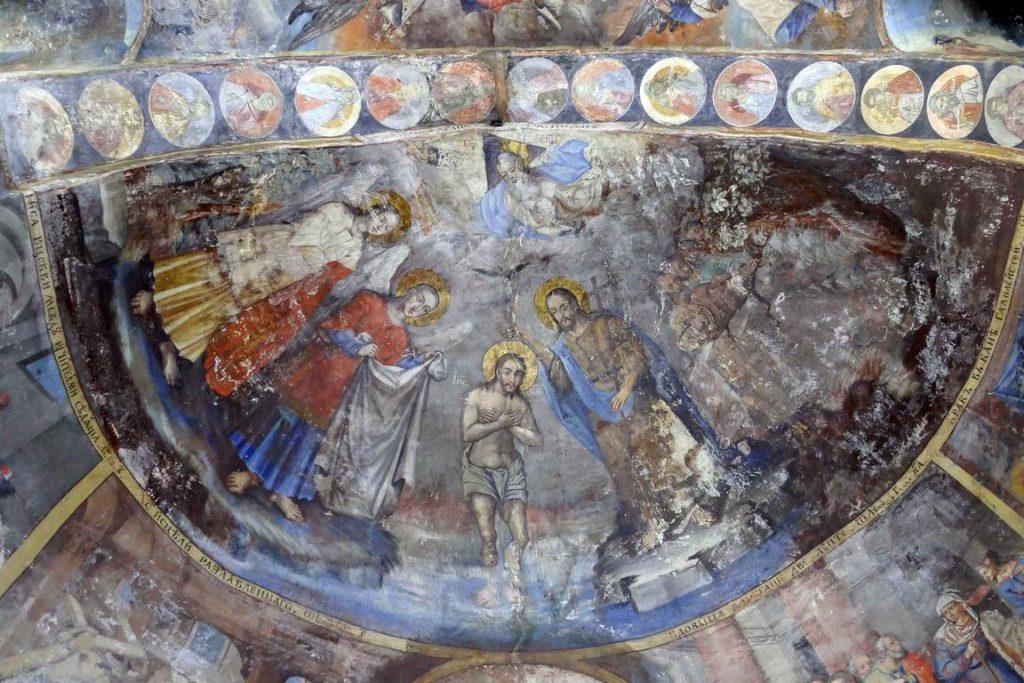 Eglise du monastère de Krušedol. Fresque de la coupole représentant le baptême du Christ.