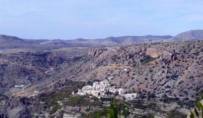 Oman_Vue sur le canyon et le plateau de Sayq.