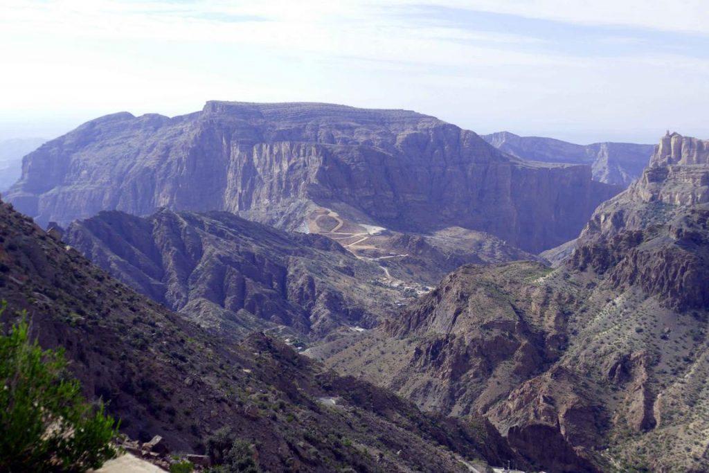 Chemin de randonnée dans le canyon du Jebel Al Akhdar.