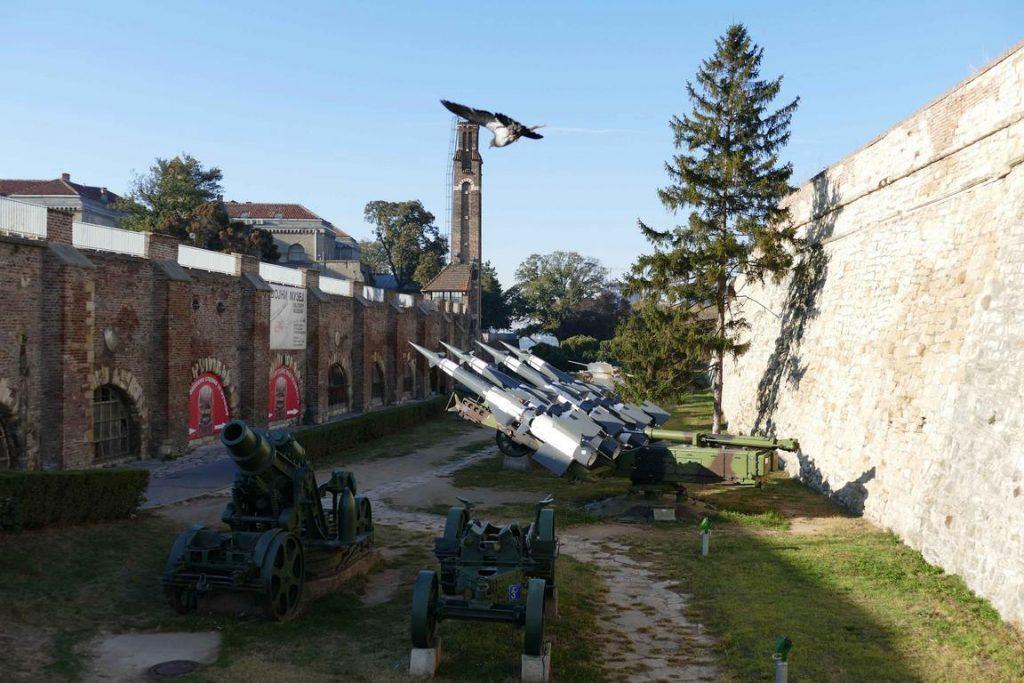 La forteresse de Belgrade héberge un musée militaire, dont les abords exposent de nombreux chars et canons d'époques différentes.