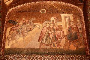 """Dans le narthex extérieur, on peut voir une représentation du roi Hérode et de trois mages qui informent le roi de la naissance du """"nouveau roi"""" des Juifs."""