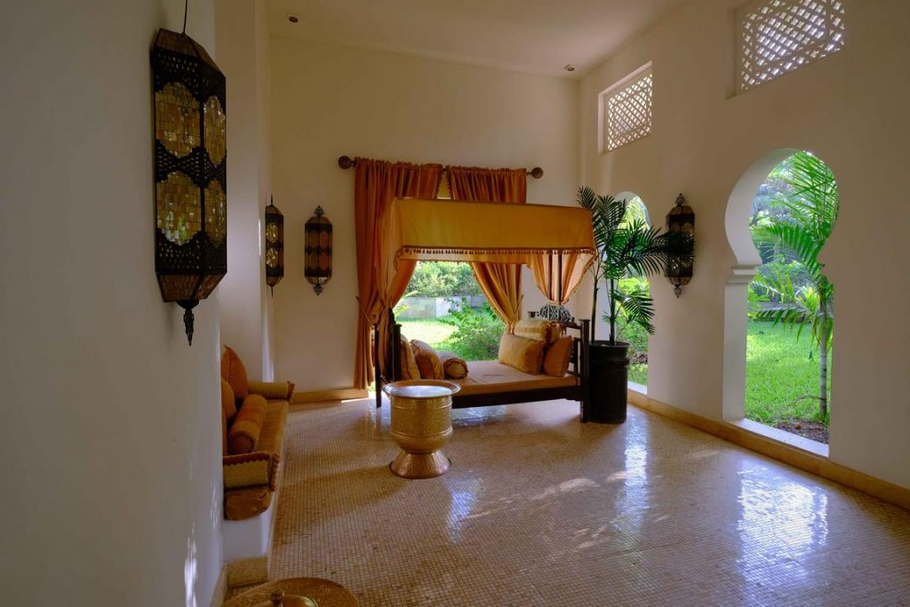 Zanzibar. Baraza resort. Décors d'inspiration swahili dans le lobby de l'hôtel.