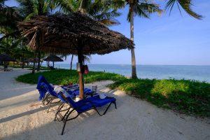 Zanzibar. Baraza resort. Invitation au farniente sous les paillotes.