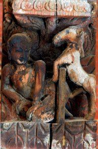 Patan. Vallée Neware de Katmandou. U Temple de Jagannarayan . Les poutres sont sculptées de sujets érotiques.