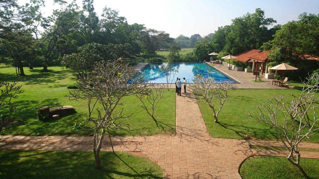Sri Lanka. Ulagalla resort. Sur un terrain d'une vingtaine d'hectares cultivés en bio, l'éco-resort offre dix-neuf chalets et une suite qui se fondent dans la nature environnante.