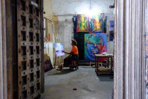 Zanzibar. Stone Town. Atelier d'une femme peintre.