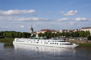 Le MS Cyrano de Bergerac sur la Garonne.