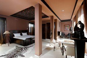 Marrakech. Villa Makassar. Chambre de la suite de luxe Rousseau.