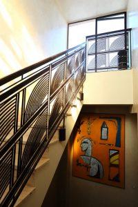 Marrakech. Villa Makassar. Rampe d'escalier de style Art Déco.