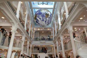 Roumanie. Au centre de Bucarest, la librairie Carturesti Carusel.