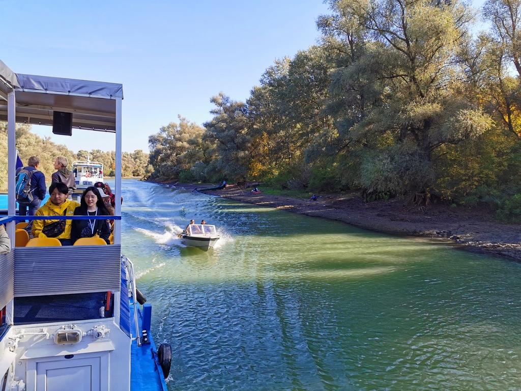 Roumanie. Excursion matinale sur le canal Mila 35 qui relie le bras de Tulcea au bras de Chilia.