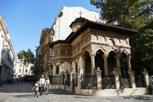 Roumanie. Bucarest. Achevée en 1724, l'église orthodoxe Stavropoleos abrite des icônes et des fresques remarquables.