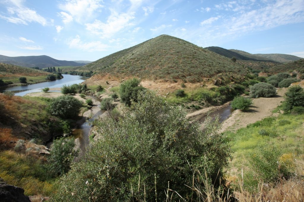 Portugal. Vue sur le ruisseau Piscos et sa confluence avec le Côa.