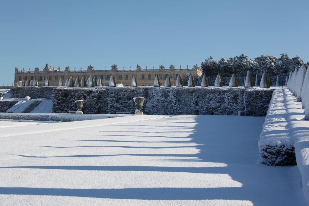 Château de Versailles. Vue depuis le parterre sud de Latone.