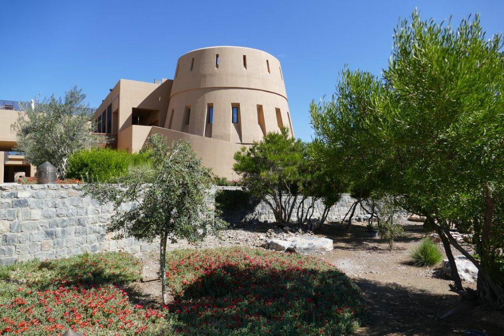 Oman. L'Ananatara Al Jabal Al Akhdar resort est inspiré des forts d'Oman.